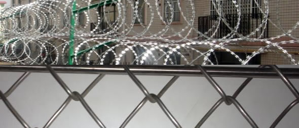 Galvanized chain link fence barbed wire